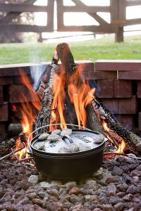 Lodge-Camp-Dutch-Oven