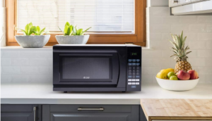 Commercial-Chef-CHM770B-Countertop-Microwave
